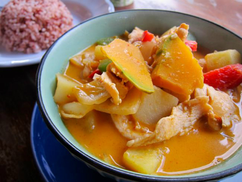 1. 1. Massaman curry, Thailand  Who doesnt love the king of curries? Apparently Thailand is the best place to devour the Massaman curry, with the delicious dish being sold on every street corner.